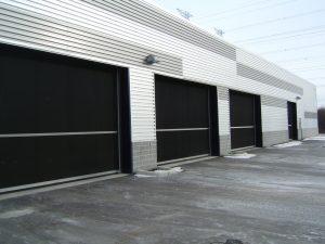 counter-balanced-folding-doors-10